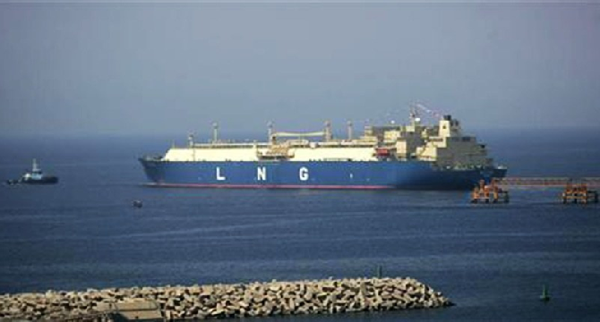 Pakistan signs agreement with Qatar for LNG import