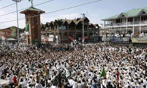 Kashmiris conduct referendum march on Pakistan's Independence Day