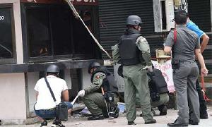 Thai authorities hunt tourist town bombers
