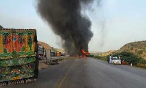 Three dead as car hits oil tanker on Karachi's Super Highway