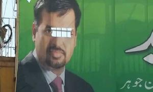 Unknown persons tear apart Mustafa Kamal's posters in Karachi